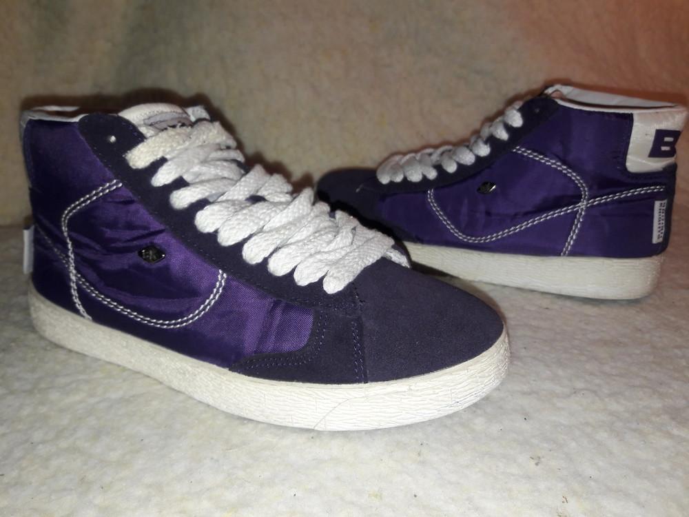 Фирменные замшевые кроссовки. фото №1