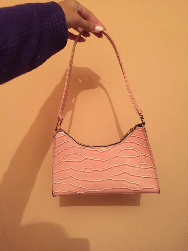 Женская розовая сумка багет фото №1