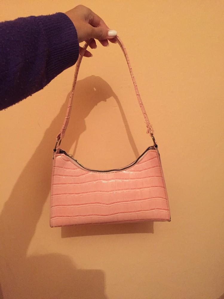 Женская розовая сумка багет фото №2